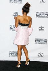 Ariana-Grande-Feet-2010919.jpg