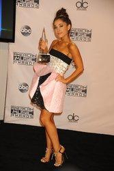 Ariana-Grande-Feet-2010925.jpg