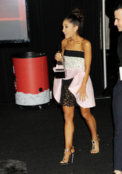 Ariana-Grande-Feet-2010935.jpg