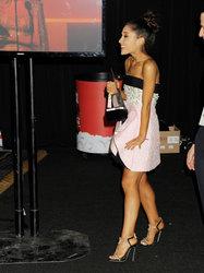 Ariana-Grande-Feet-2010980.jpg