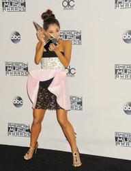 Ariana-Grande-Feet-2010982.jpg