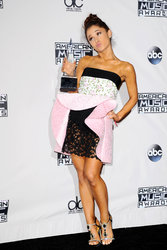Ariana-Grande-Feet-2012115.jpg