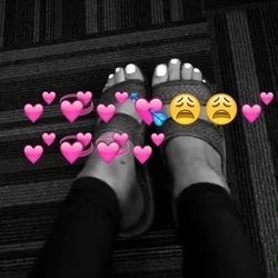 Ariana-Grande-Feet-2292251.jpg