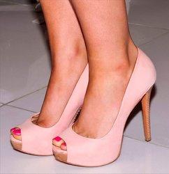 Ariana-Grande-Feet-2321964.jpg